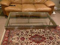 Belle table de salon moderne en verre