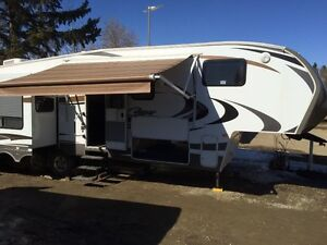2012 Keystone Cougar 327Res 5th Wheel