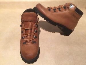 Women's Wilderness Hiking Boots Size 6.5 London Ontario image 7