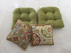 GORGEOUS Tufted Wicker Chair Cushions w matching Pillows