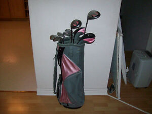 LADIES LEFT H. GOLF CLUBS SET  WITH BAG  ( LIKE NEW)
