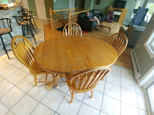 Moving - Oak dinning table and 6 chairs