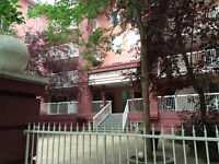 Huge 2 bed Condo in the Heart of Downtown LOW CONDO FEES