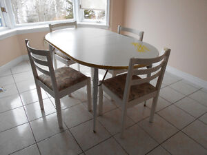White dining table with 4 matching white chairs