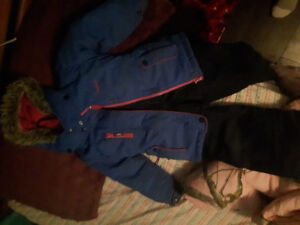 Size 5 girls snowsuit. No rips or stains