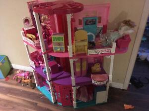 Maison de Barbie et accessoires