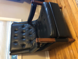 Retro-style Leather Chair