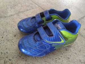 Children's Rawlings cleats size 11