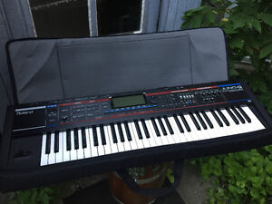 Barely used Roland Juno - G w/ Soft shell case