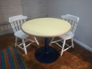 Round tables for your home or office