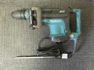 """Makita Demolition/Jack Hammer HM1213C with new SDS Max 16"""" point"""