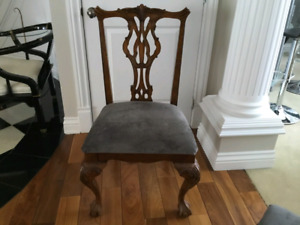 Chaises victorian style chairs (230$ value each)