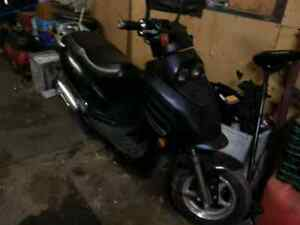 2009 daymack gas scooter. 50cc.   275$