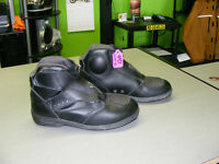 Ladies Short Boots - Size 6 at RE-GEAR