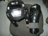 casque de protection et gants kick boxing neuf