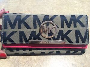 NEW! MK - Michael Kors wallet