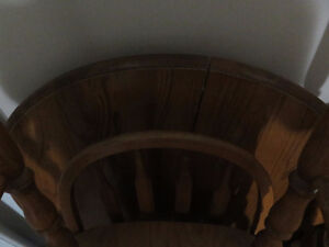 Double-Leaf Round to Oval Table and Chair Set - 4 Chairs Kitchener / Waterloo Kitchener Area image 2