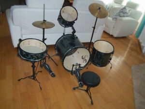 Drum percussion valeur 400$ batterie the first act