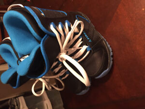 Youth snowboard boots size 1.5