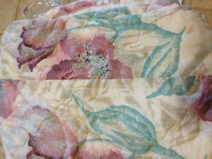 Queen size bed  spread very good condition