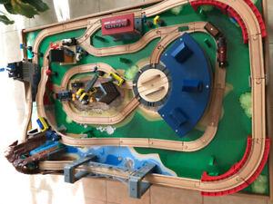 Imaginarium Train Table Set