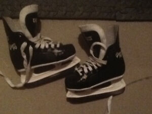 *****Boys size 10 junior hockey skates*****