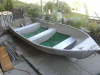 12 foot aluminuim boat with motor tank NO TRAILER