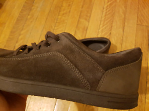 NEW MEN'S UGG DARK BROWN SHOES