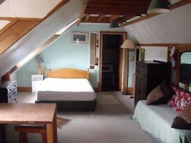 Spacious, Self Contained Double Room in Cottage