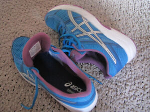 2 pairs ladies shoes - Asics and Skechers