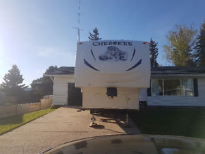 2011 Forest River Cherokee Fifth Wheel with bunks