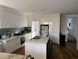 Double room in a luxury house 5 min drive from Maroubra beach!