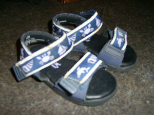 Striderite Navy Sandals size 6 Kitchener / Waterloo Kitchener Area image 1