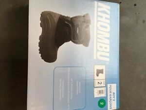 Boys winter boots, size 2, brand new