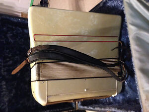 Vintage Accordion, works great. $160 Windsor Region Ontario image 2