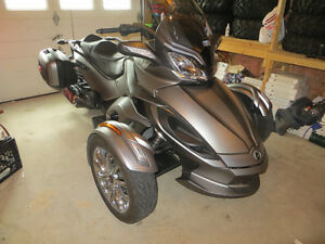 2014 CAN-AM SPYDER ST LIMITED LOADED SHOWROOM MINT CONDITION
