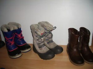 """"""" NORTH FACE """" ou """" SOREL """" winter boots ---- size  2  -  3 US"""