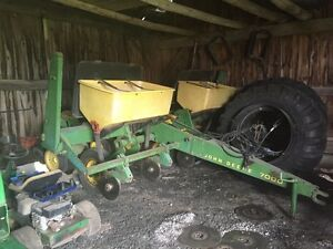 John Deere 7000 4 Row Corn Planter