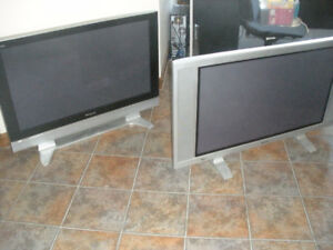 Assorted TVs  Monitors and Projectors  various sizes from $25
