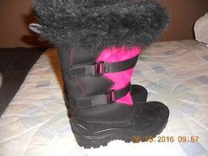 NEW - Womens Winter Boots -  Size 7       Made in Canada Gatineau Ottawa / Gatineau Area image 2