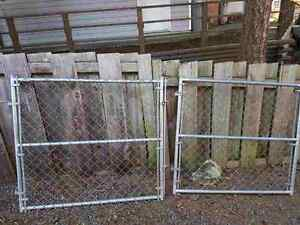 Chain link gate panels