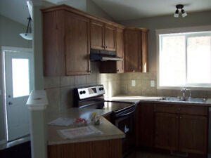 3 BR UPPER DUPLEX , JANUARY 1ST IN  A QUITE SUBDIVISION