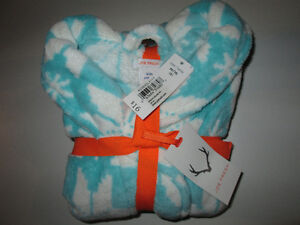 New with tags Girls winter robe - snowflake pattern Belleville Belleville Area image 1