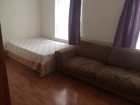 1 bedroom flat on High Road in Leyton, E10 5PW