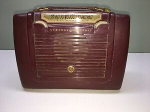Antique radio portable Cornwall Ontario image 1
