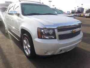 2010 Chevrolet Avalanche LTZ Fully loaded Pickup Truck White
