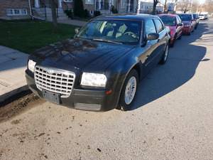 2006 CHRYSLER 300 GREAT CONDINTION PRICED 2 SELL FAST 2.7 L