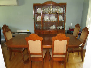 VINTAGE DINING ROOM TABLE SET & CHINA CABINET