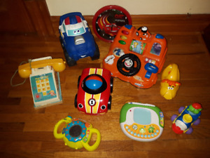 Lot de jouets divers + FISHER PRICE POP-UP-PAL CHIME TELEPHONE
