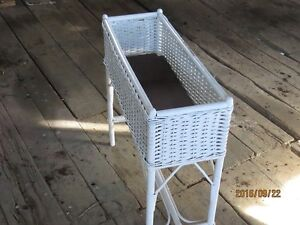 ANTIQUE  WHITE WICKER PLANT STAND Peterborough Peterborough Area image 3